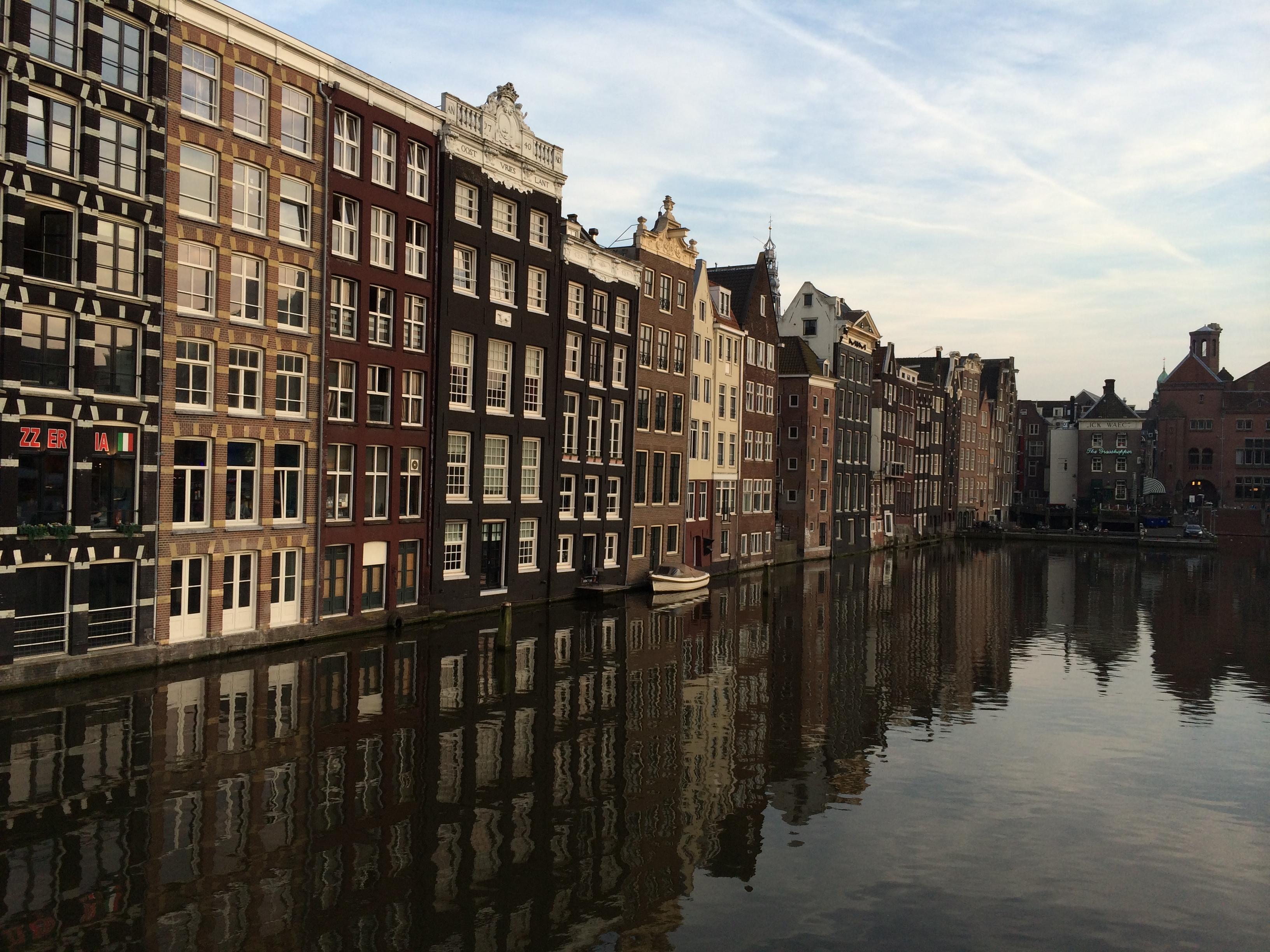 Cenário charmoso de Amsterdã