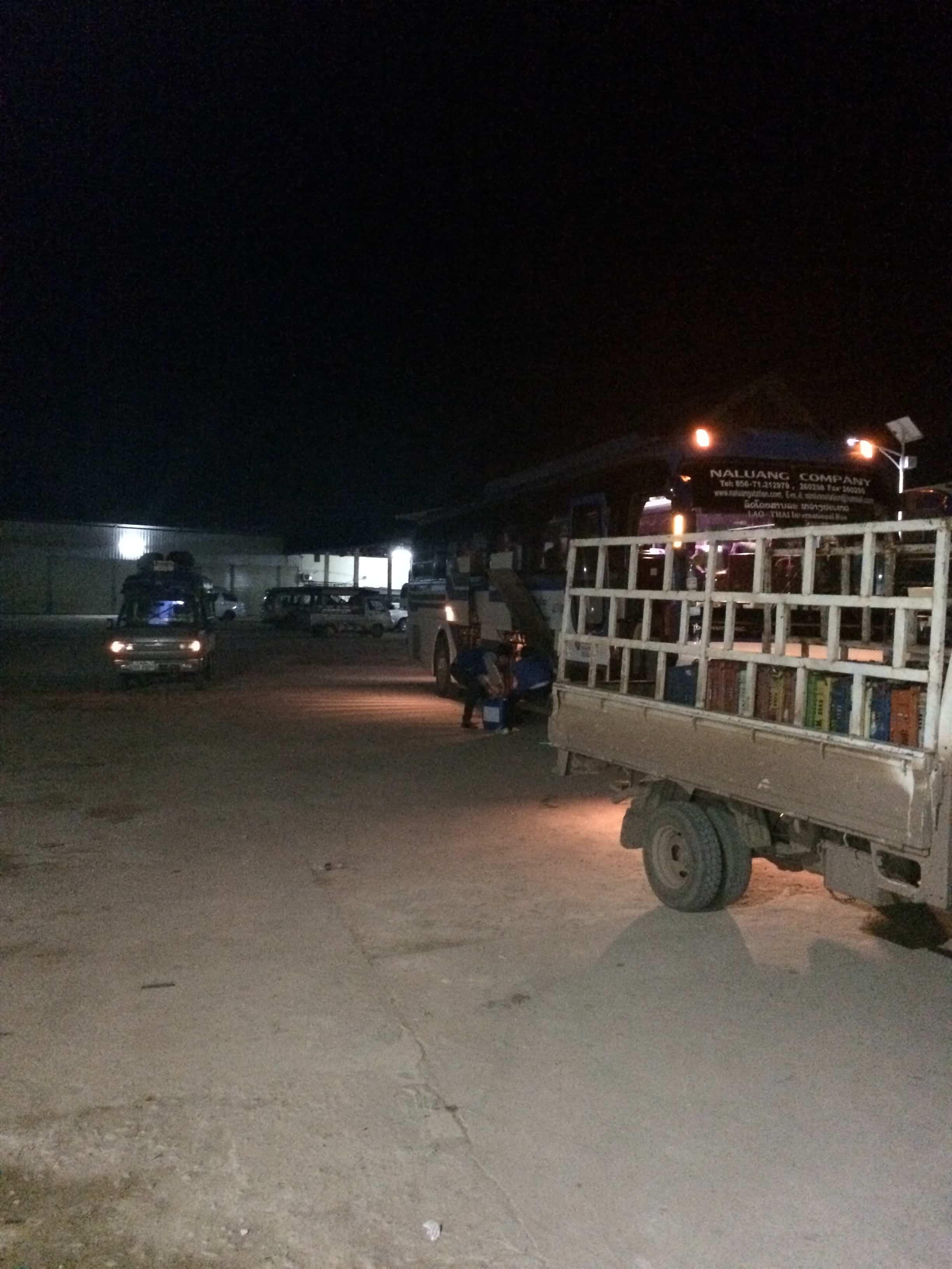 Única parada da rodoviária de Luang Nam!