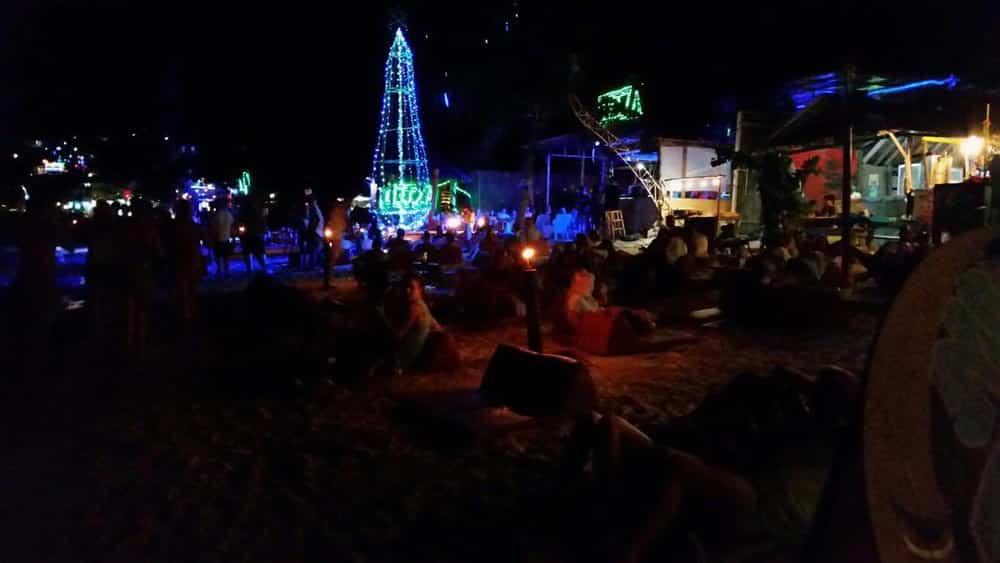 Aproveitar as festas de Ao Lo Dalam é uma das atividades imperdíveis de Koh Phi Phi! Conheça mais sobre esse arquipélago no post!