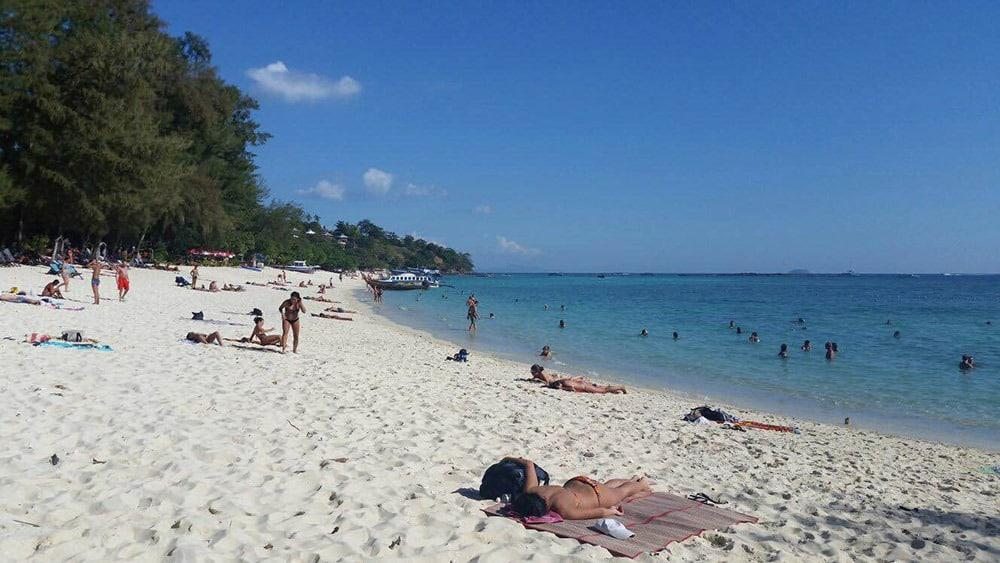 Long Beach fica na própria ilha de Koh Phi Phi, é uma praia maravilhosa! Conheça mais no post!