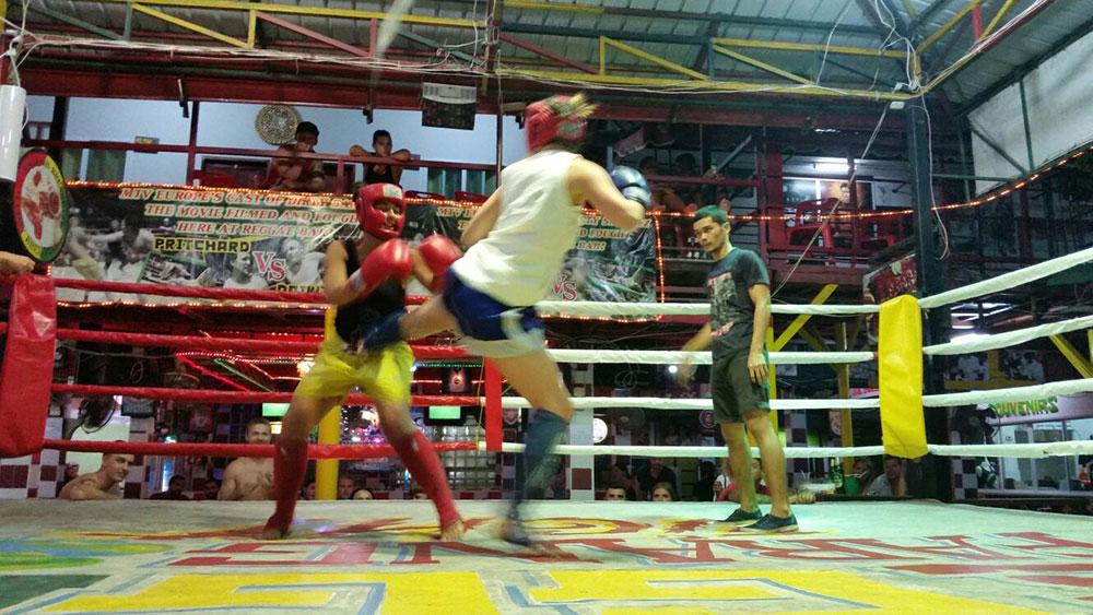 Praticar Muay Thai é uma atividade super divertida para fazer na Tailândia! Conheça mais sobre o país e a famosa ilha de Koh Phi Phi nesse post!