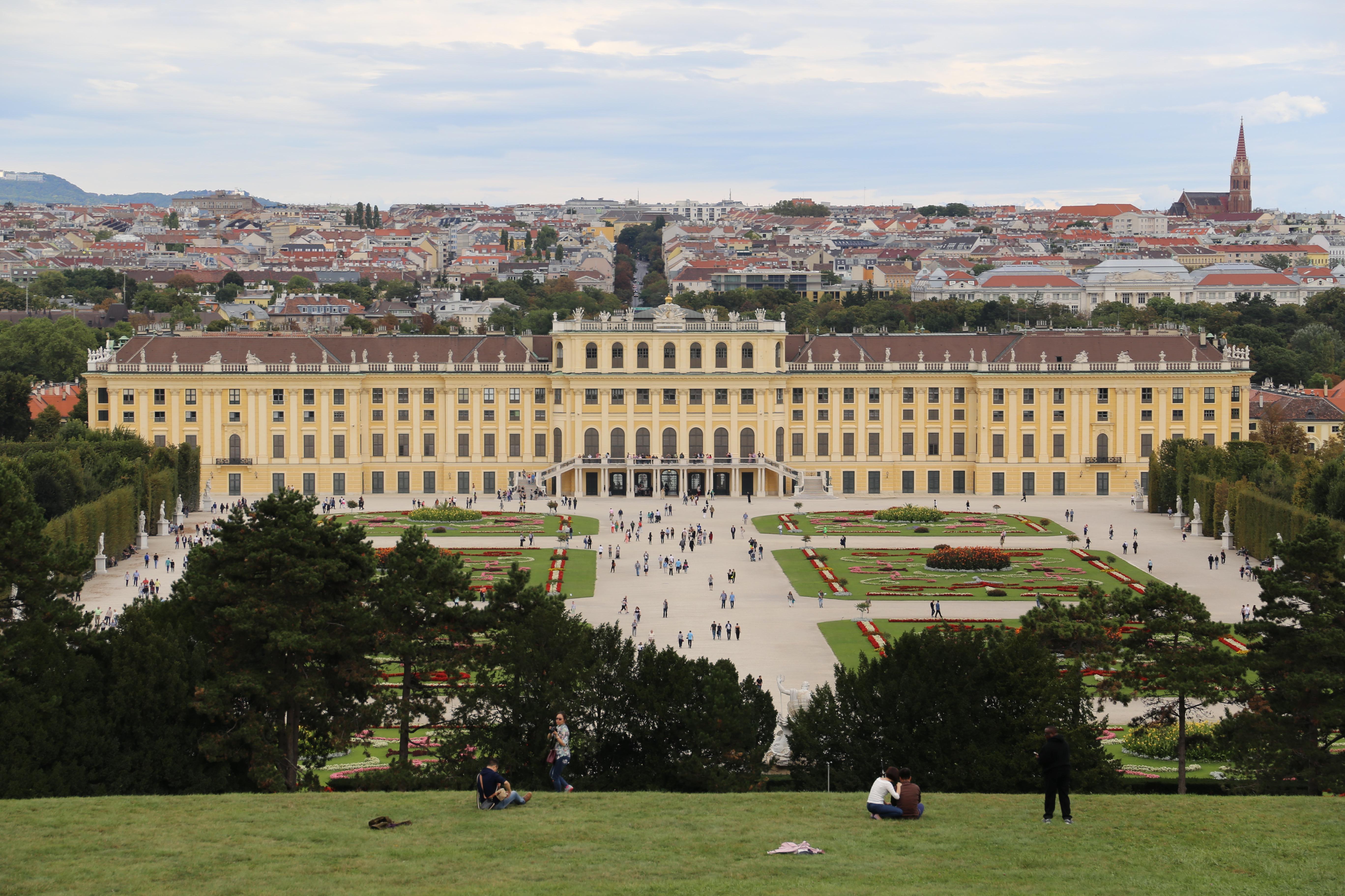 Castelo Schönbrunn - passear pelos jardins é de graça (Foto: Nathalia Tavolieri)