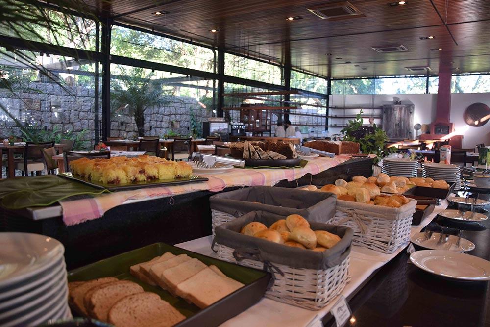 Café da manhã na Fazenda Capoava! Conheça mais sobre esse hotel incrível pertinho de SP no post!