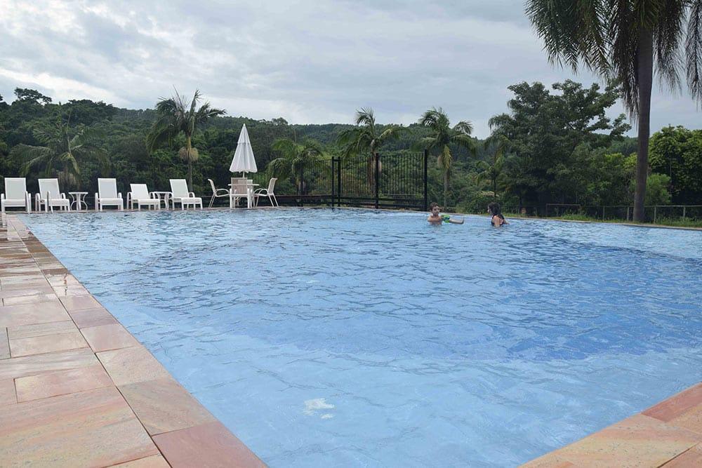 A Fazenda Capoava tem duas piscinas, diversão garantida para toda família! Conheça mais sobre esse hotel pertinho de São Paulo no post!