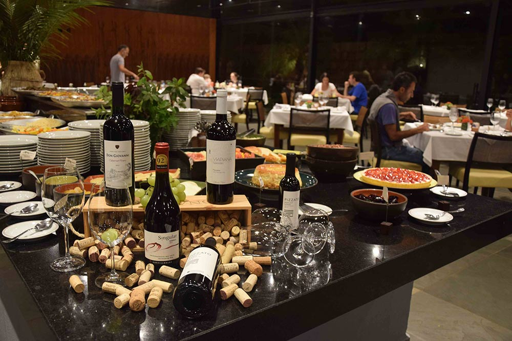 Parte do restaurante da Fazenda Capoava! Conheça mais sobre esse hotel incrível pertinho de São Paulo no post!