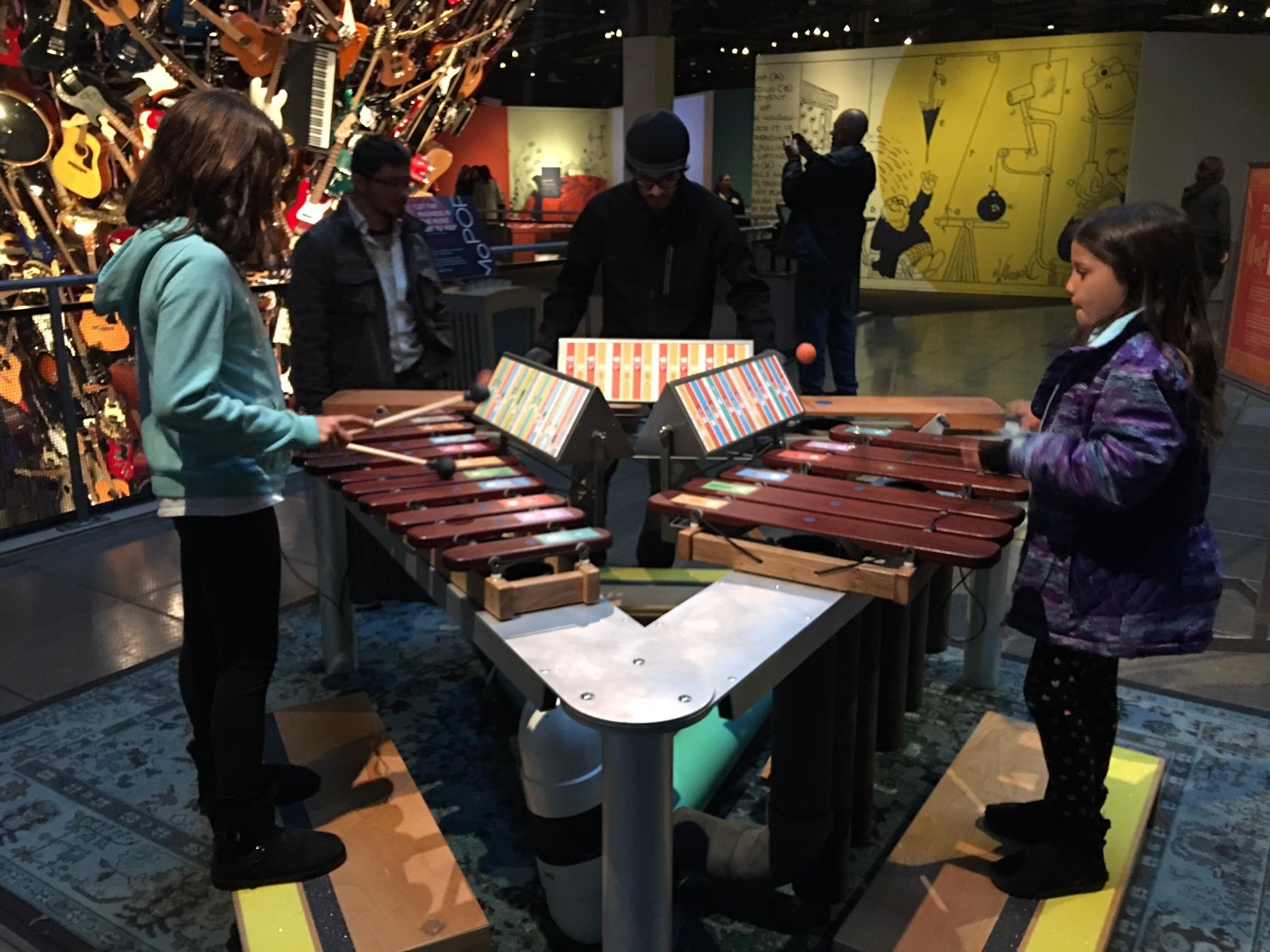 Descubra nesse post um roteiro para conhecer Seattle em um final de semana! O Museum of Pop Culture, ou Mopop, é parada obrigatória!