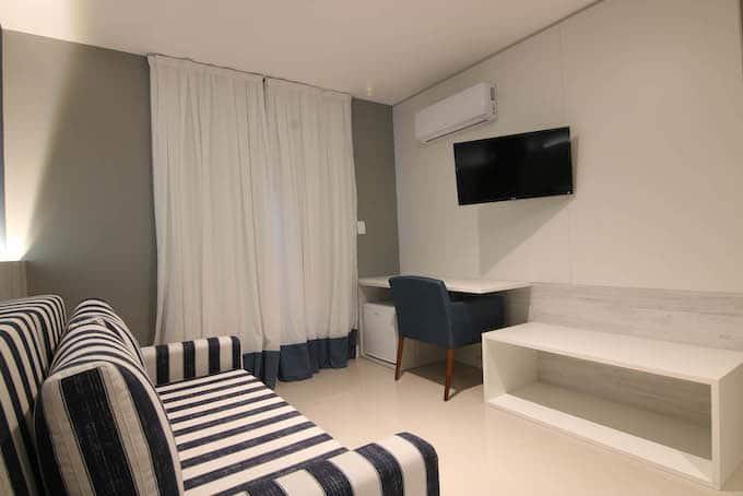hotel em Cabo Frio sala